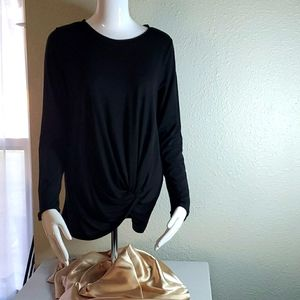 Xersion black long sleeve blouse w/scoop at bottom